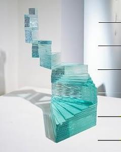 yumiko-kimura-spirale-angulaire-pb-2013-vetro-float-chiaro-sagomato-e-incollato-a-raggi-uv-cm-26x24x23